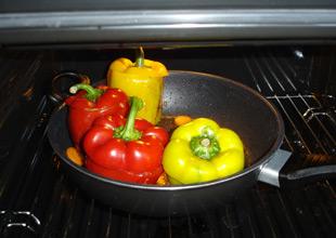 Anbraten der gefüllten Paprika