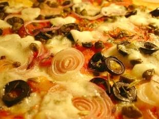 pizza-pugliese-gebacken.jpg