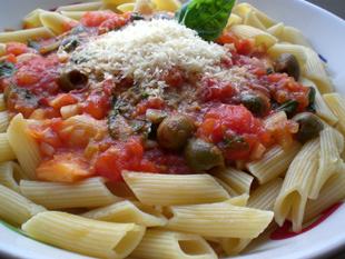 Soße aus Tomaten und Oliven