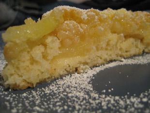 Apfelkuchen mit Zitrone und Mandeln