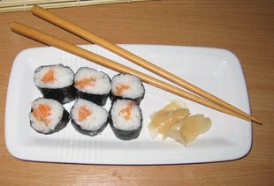 Sushi Maki mit Lachs