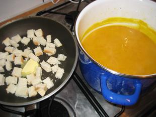 Kürbissuppe und Croutons