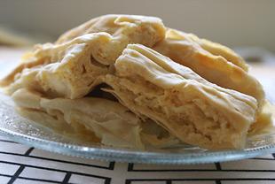Bosnische Pita oder kroatischer Burek mit Käsefüllung