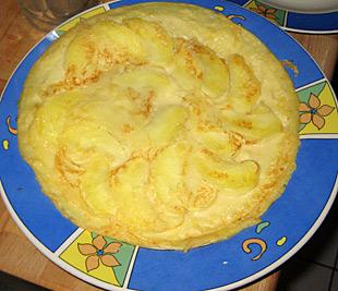 Pfannkuchen mit Äpfeln und Zimt und Zucker