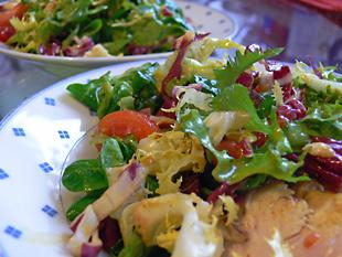 Salat mit Currypoularde