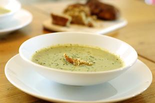 Brokkolicremesuppe mit Gorgonzola