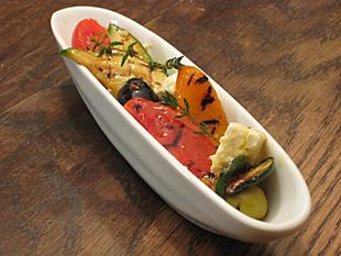Eingelegtes gegrilltes Gemüse
