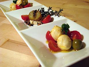Tomaten mit Mozarellakugeln