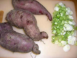 Süßkartoffeln und Lauchzwiebeln