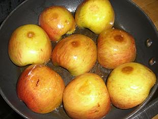 Gedünstete Äpfel mit Preiselbeeren