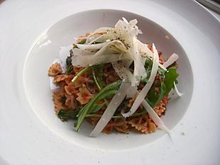 Mini Farfalle mit Rucola und Parmesan