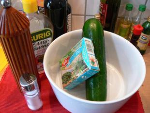 Zutaten für den Gurkensalat