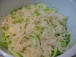 Eisbergsalat und Selleriesalat