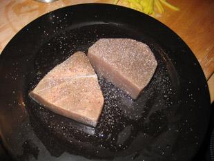 Thunfischsteaks würzen