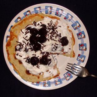 Mandelpfannkuchen mit Kirschkompott