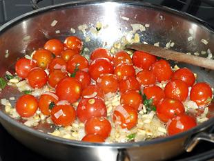 Gemüse für Pasta in der Pfanne