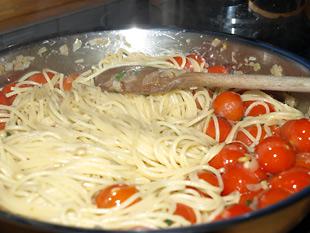 Spaghetti und Kirschtomaten