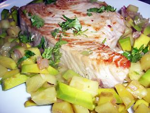 Thunfischsteaks mit Ananas-Avocado Salsa