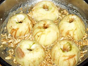 Äpfel karamelisieren