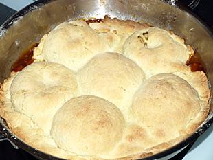 Apfelkuchen zugedeckt
