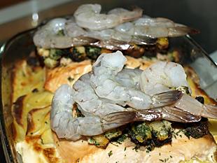 Lachs-Kartoffelgratin mit Garnelen