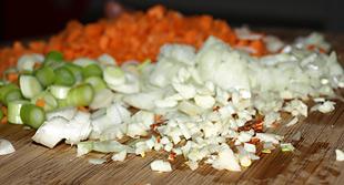 Zwiebeln, Karotten, Knoblauch, Chili