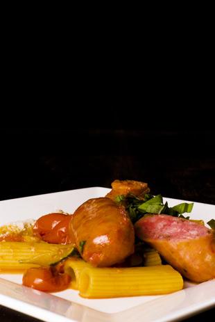 Rigatoni con salsiccia e zucchini