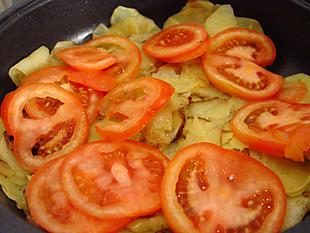 Kartoffeln und Tomaten in der Pfanne