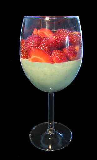 Basilikum-Creme mit Erdbeeren