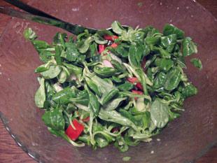 Feldsalat mit Dressing