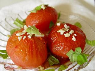 Gebackene Tomaten mit Olivenöl, Knoblauch und Basilikum