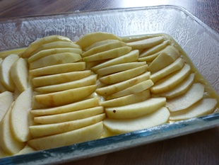 Ruehrteig-mit-Apfelscheiben