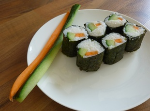 Maki-Gurke-Karotte-angerichtet
