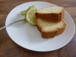 Zitronenkuchen-angerichtet