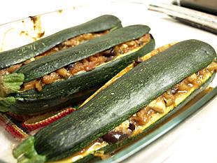 3 gefüllte Zucchinis