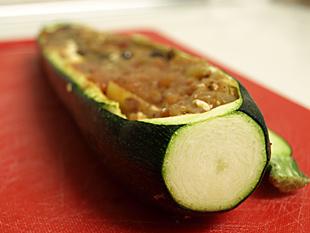 Eine gefüllte Zucchini