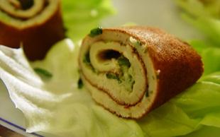 Kräuterrolle auf Salat