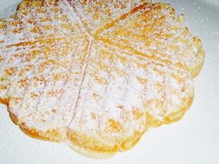 Orangenwaffeln mit Puderzucker bestreut