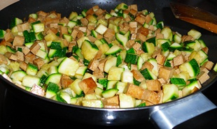 Tofu mit Zucchini anbraten