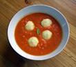Tomatensuppe mit Käsegrießklößchen