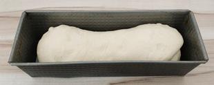 Weissbrot-Teig in der Form