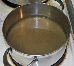 Sauce reduzieren und Fett abschöpfen