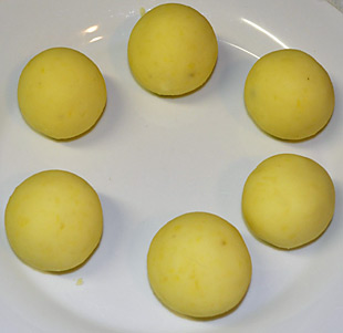 Kartoffelklöße formen