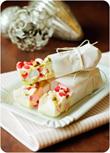 Erdbeer-Pistazien-Schokoriegel mit Marshmallows und Crisp