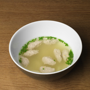 Klare Spargelsuppe