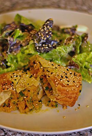Börek mit Salat