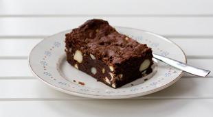 Brownies mit Macadamianuss und weißer Schokolade