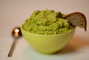 Hummus aus grünen Erbsen
