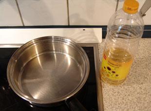 Topf und Öl zum Frittieren